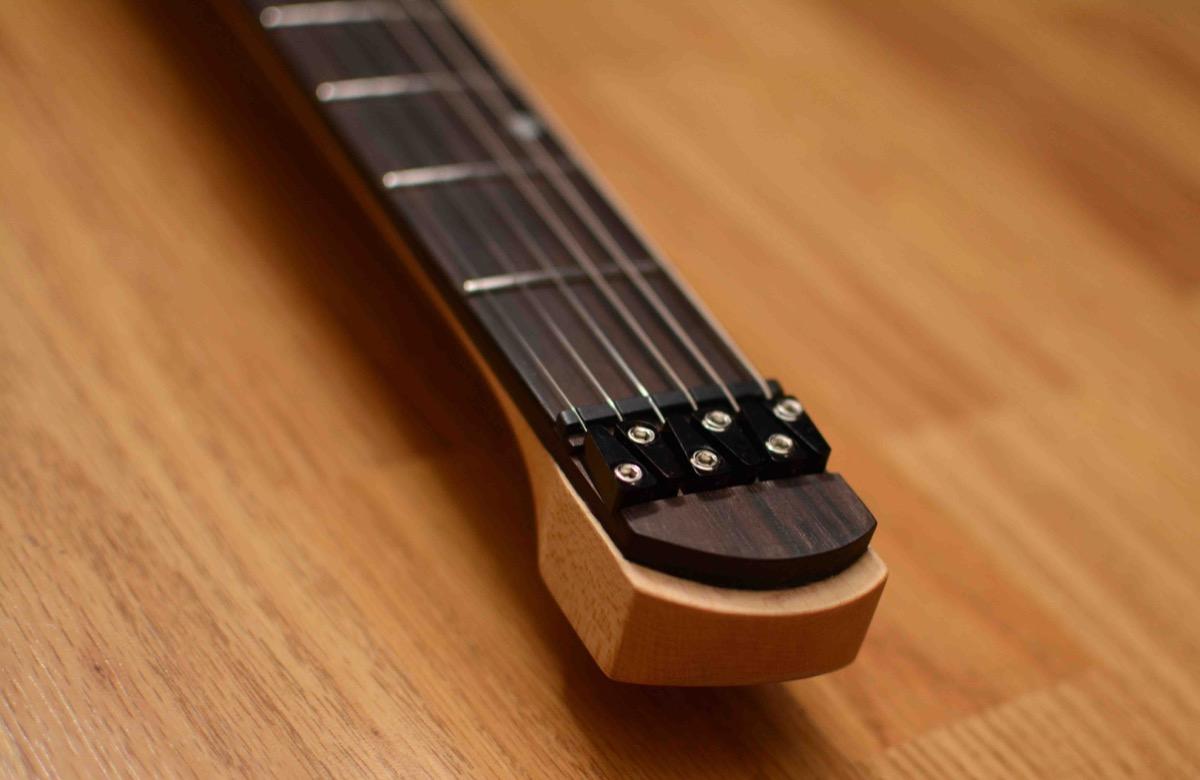 Guitarra headless barata